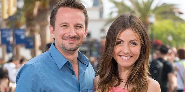 Evan Bass (L) and Carly Waddell split in December 2020.