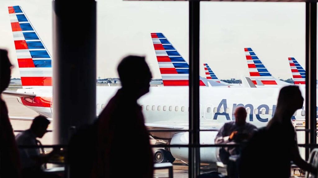 WATCH: video of pilot threatening to 'dump' passengers in Kansas