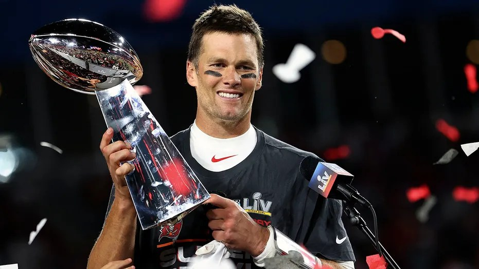 Tom Brady signs contract extension with the Bucs: 'In pursuit of 8'   Fox  News