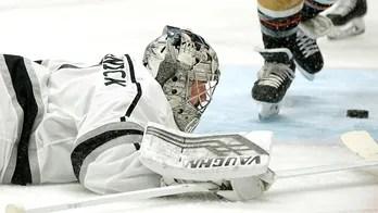 Goalie Grosenick returns to NHL, leads Kings past Ducks 5-1