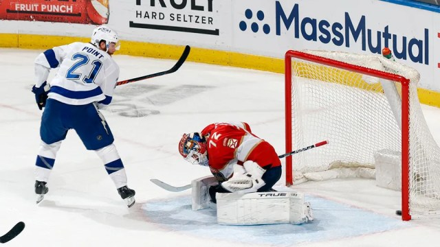 Point scores 2 in 3rd to lift Lightning over Panthers 5-4