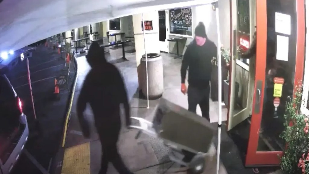 WATCH:San Diego burglars caught on video wheeling safe out of popular deli