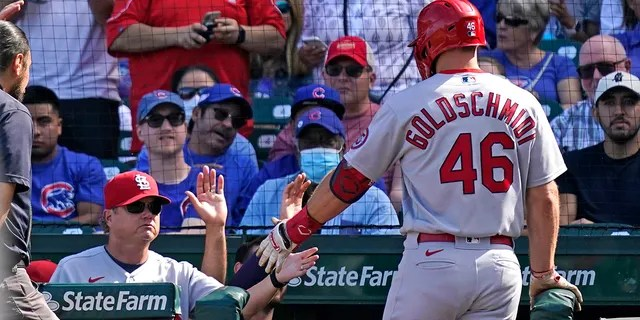 St. Louis Cardinals manager Mike Shildt, left, congratulates Paul Goldschmidt after Goldschmidt's solo home run during the third inning of a baseball game against the Chicago Cubs in Chicago, Sunday, Sept. 26, 2021. (AP Photo/Nam Y. Huh)