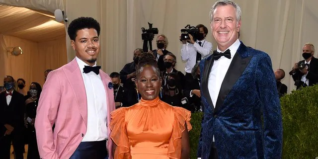 """Dante de Blasio, from left, Chirlane McCray and Bill de Blasio attend The Metropolitan Museum of Art's Costume Institute benefit gala celebrating the opening of the """"In America: A Lexicon of Fashion"""" exhibition on Monday, Sept. 13, 2021, in New York. (Photo by Evan Agostini/Invision/AP)"""