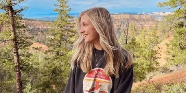 Gabby Petito poses for a photo at Bryce Canyon.