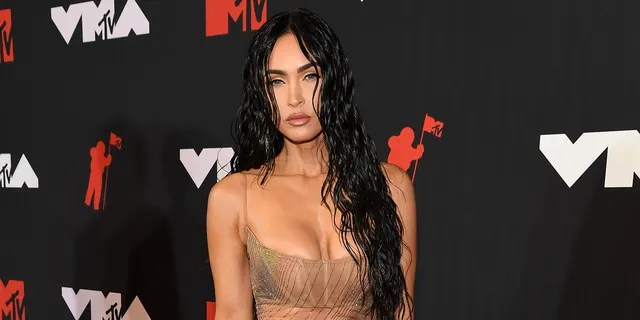 For her part, Fox rocked a sheer see-through dress by Mugler for the Spring Summer 2021 collection skillfully designed by Casey Cadwallader.