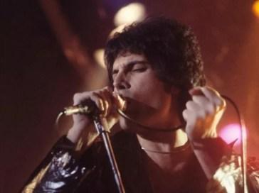 """La vita di Freddie Mercury raccontata nella """"prima graphic novel ufficiale"""""""