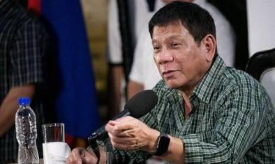 رئيس الفلبين يحرض المواطنين على قتل المسؤولين المرتشين