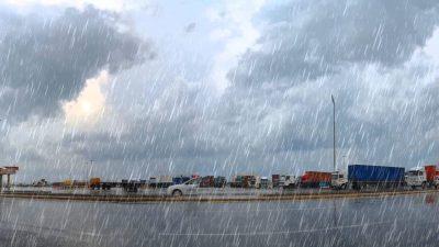 الأرصاد الجوية تحذر من زخات رعدية قوية بعدد من أقاليم المملكة