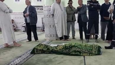 توفي وهو يصلي