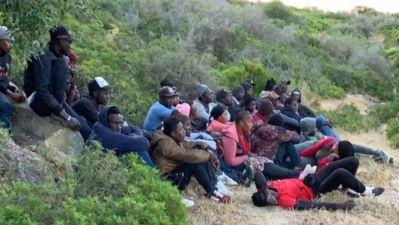 الفحص- أنجرة: مداهمة منزلين كان يتواجد بهما 134 مرشحا للهجرة السرية