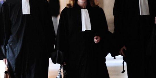 محامية بلباس شفاف