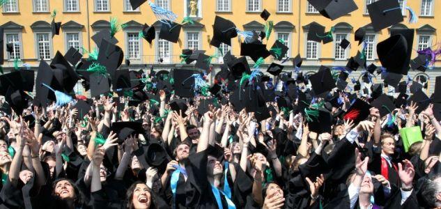 الجامعات