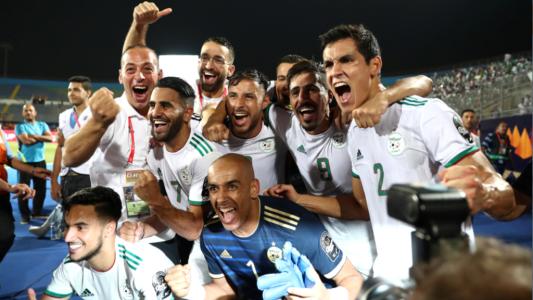 نجم المنتخب الجزائري يوزع الأضاحي و يزوج الشباب
