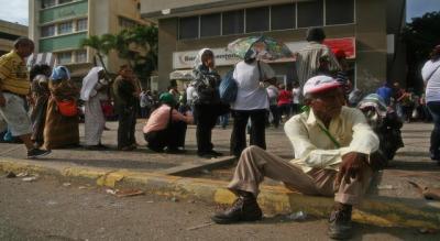 فنزويلا..شح الأدوية يدفع المرضى إلى الأعشاب و الشعودة