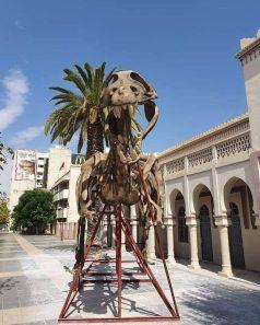 ديناصور وجدة يخلق الحدث من جديد بعد نقله إلى وجهة غير معلومة