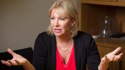 وزيرة الدولة لشؤون الصحة البريطانية نادين دوريس