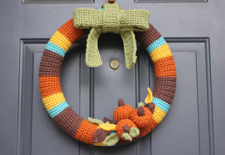 Pattern: Crocheted Fall Wreath from Repeat Crafter Me fall crochet patterns
