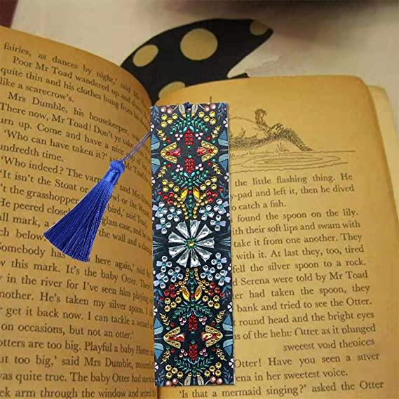 बुक के पेज को मार्क करने के लिए एक बुकमार्क कैसे बनाएँ - 2