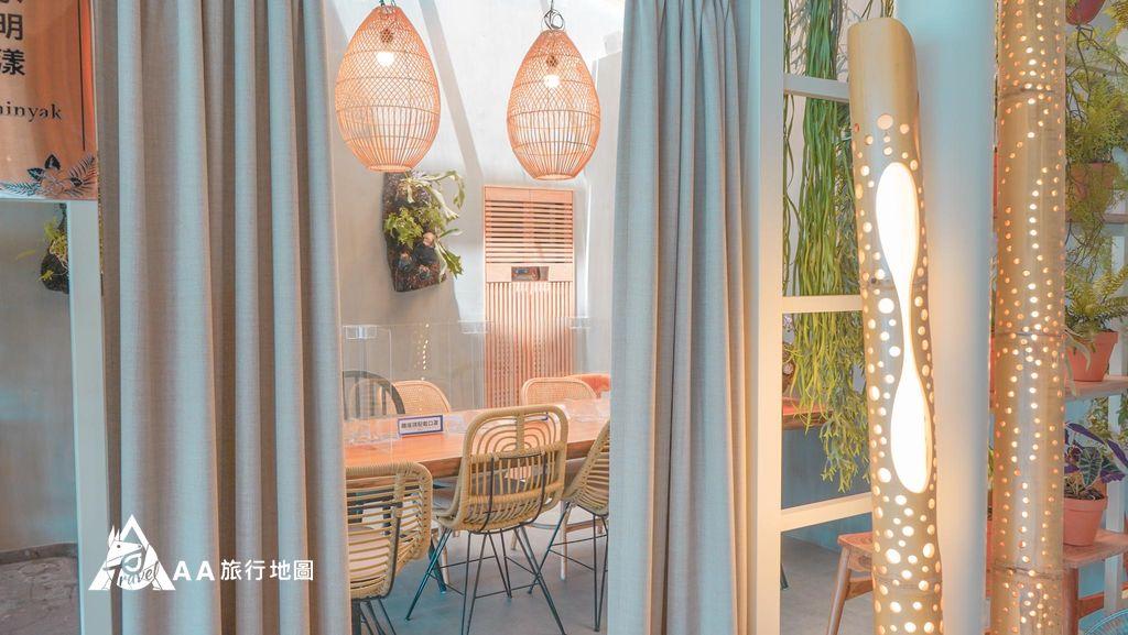 水灣餐廳榕堤有提供小型會議室使用,大約可以容納8~10人左右