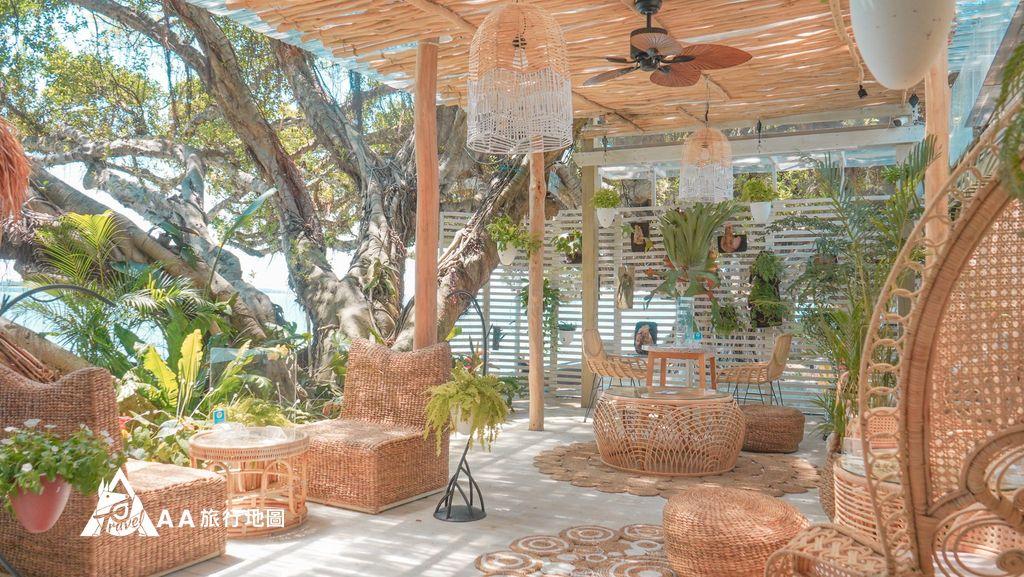 水灣餐廳榕堤這邊是第 二區戶外,強調的是叢林中的感覺