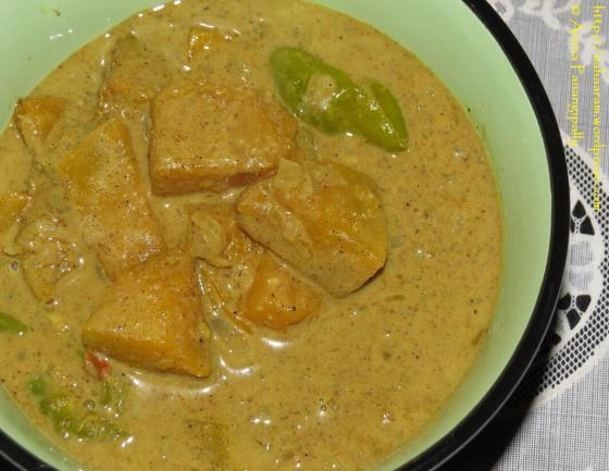 Sri Lankan Pumpkin Curry - Wattaka Kalu Pol
