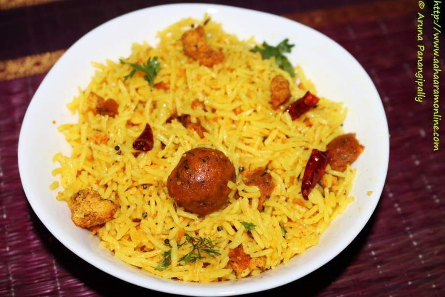 Nagpuri Gola Bhat | Rice cooked with spiced besan balls