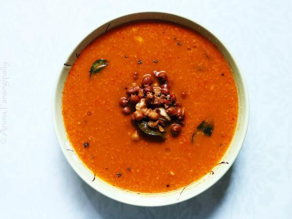 Kadale Kalu Saaru or Kala Chana Rasam