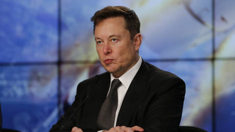 FILE PHOTO: SpaceX founder and chief engineer Elon Musk at a news conference at the Kennedy Space Center in Florida, U.S. January 19, 2020 © Reuters / Joe Skipper