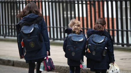 FILE PHOTO: Children leaving a school in Westminster © Reuters / Hannah McKay