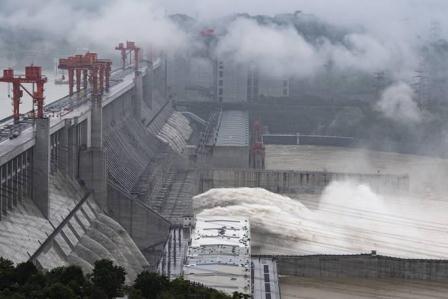 چین کے مشرقی علاقوں میں سیلابی  صورتحال: آبادی کو بچانے کیلیے ڈیم دھماکے سے اڑا دیا