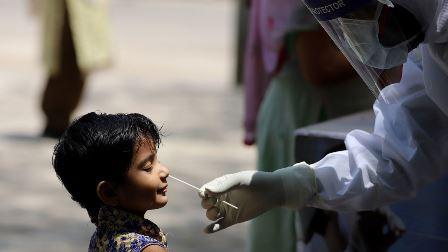 برطانیہ میں کورونا وائرس کی سامنے آنے والی نئی قسم کے پھیلاؤ کی شرح 70٪ اور یہ بچوں اور جوانوں کو زیادہ متاثر کر رہا ہے: عالمی ادارہ صحت