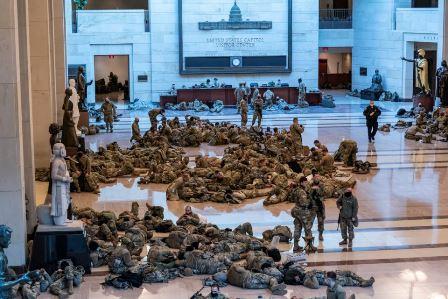کیپیٹل ہل فوجی چھاؤنی میں تبدیل: تصاویر شائع ہونے پر امریکیوں کا غم وغصے کا اظہار