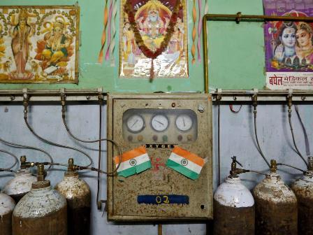 دہلی اسپتالوں میں آکسیجن کا بحران: آکسیجن برآمد سے کروڑوں ڈالر کمانے والی مودی سرکار ملک میں ترسیل میں ناکام، طبی عملہ شدید دباؤ میں، کورونا سے ہلاکتوں میں اضافہ