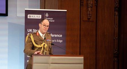 مصنوعی ذہانت برطانیہ کو فیصلہ کن فوجی برتری حاصل کرنے میں معاون ہو گی: برطانوی عسکری قیادت کی حکومت کو جدید ٹیکنالوجی پہ توجہ مرکوز کرنے کی تجویز