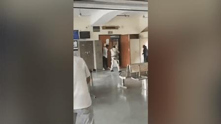 دہلی: عدالت میں مافیا گروہ کا سرغنہ قتل، وکیل کے لباس میں آئے حملہ آور بھی مارے گئے، خاتون وکیل سمیت 6 افراد زخمی – ویڈیو