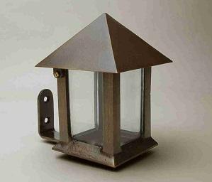 Lampe_ Ophængt__Havedekoration_gravsten_bronzelampe