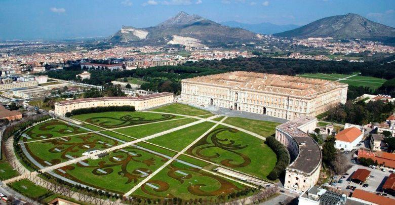 مدينة نابولي القصر الملكي