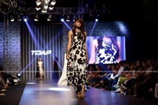 Sana-Safinaz-collection-at-TDAP-Fashion-Show-Expo-Pakistan-2013-10