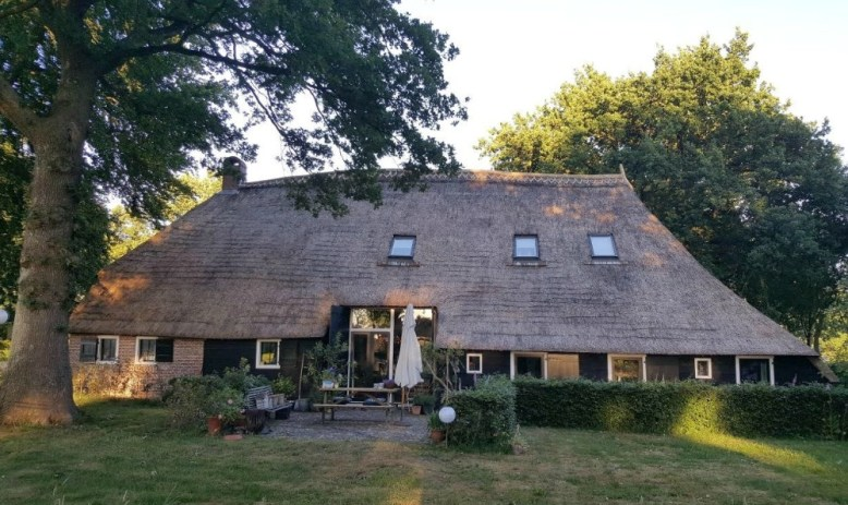 Aan de Dwarsweg, bed and breakfast in Drenthe