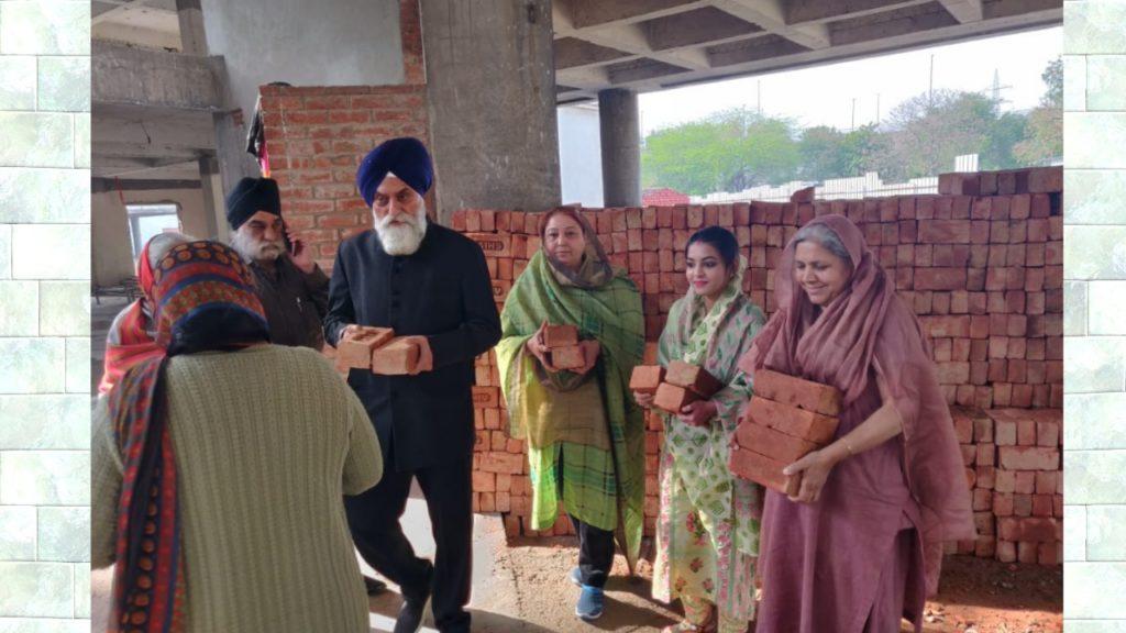 बाला साहिब अस्पताल की कार सेवा में महिलाओं द्वारा योगदान।