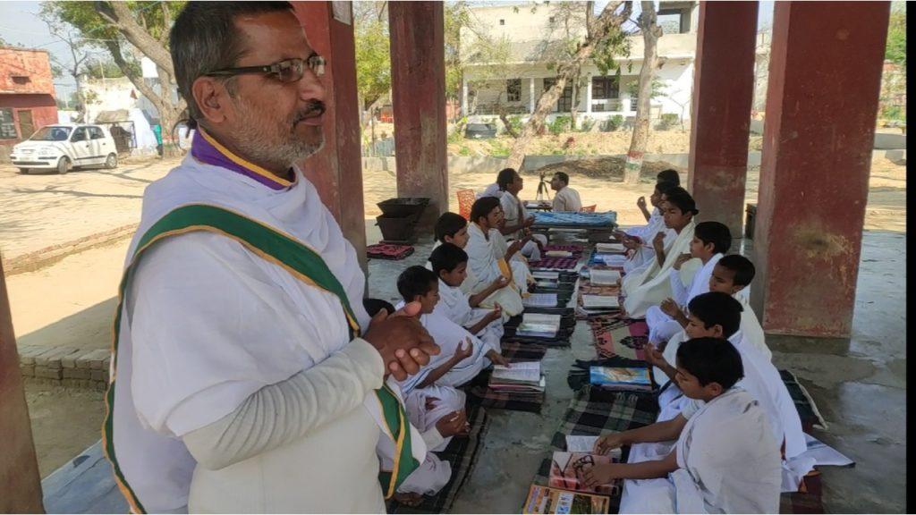 सांगोपांग वेद विद्यापीठ आर्ष गुरुकुल देता है चारो वेद की शिक्षा
