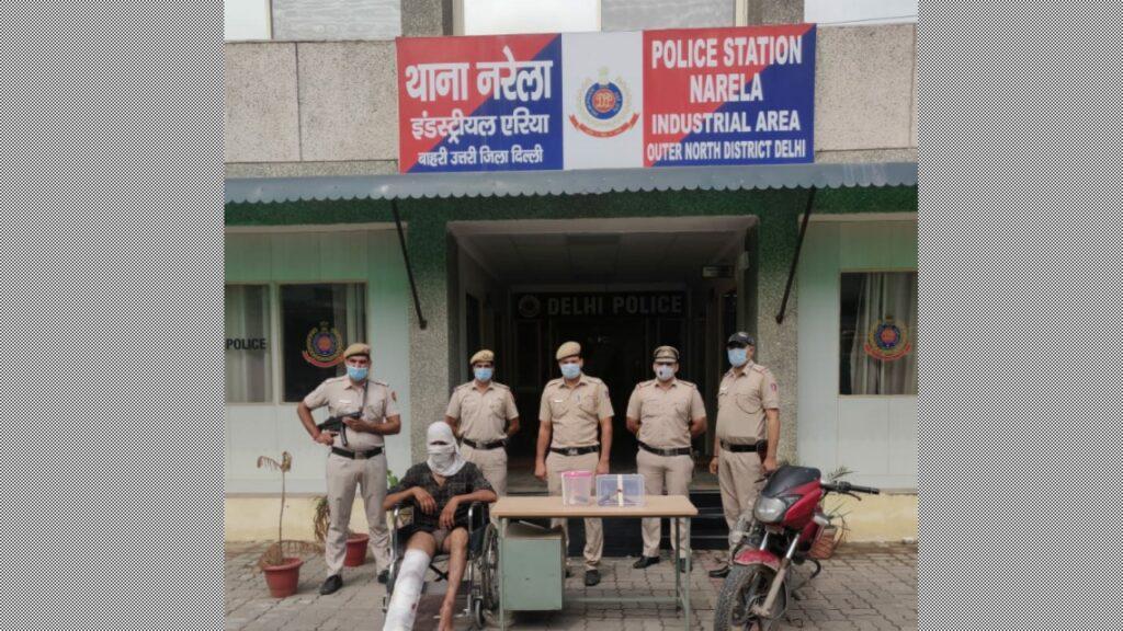 बाहरी उत्तरी दिल्ली के नरेला इंडस्ट्रियल एरिया थाना पुलिस ने एनकाउंटर के बाद इनामी बदमाश को गिरफ्तार किया।