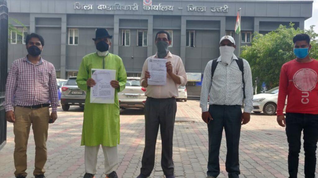 अलीपुर DM कार्यालय में टू चाइल्ड पॉलिसी के लिए समाजसेवी हरपाल राणा व जनसंख्या समाधान फाउंडेशन ने ज्ञापन सौंपा।