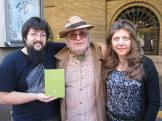 Día del Libro 2014. Paseo de la Independencia, Zaragoza. El escritor Fernando Aínsa, con David Francisco y Reyes Guillén, Pregunta Ediciones.