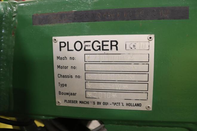 Typeplaatje van de tot bollenrooier omgebouwde Ploeger AR4W.