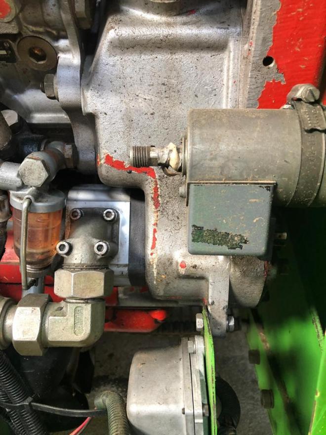 AVR 230 detail motor