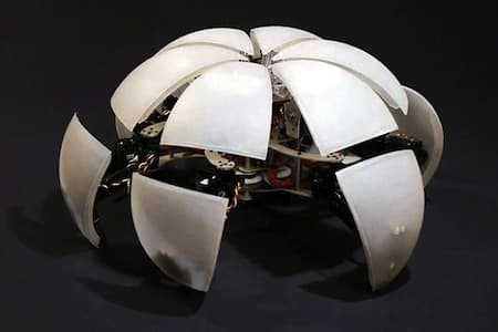http://robot-kits.org/category/a-morphing-hexapod/