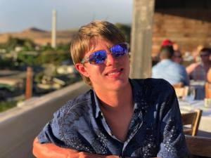 Aaron Hanania promotional photo with sunglasses