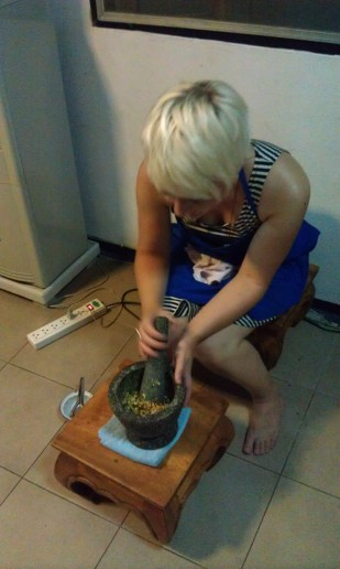 Joelle making green curry paste from scracth